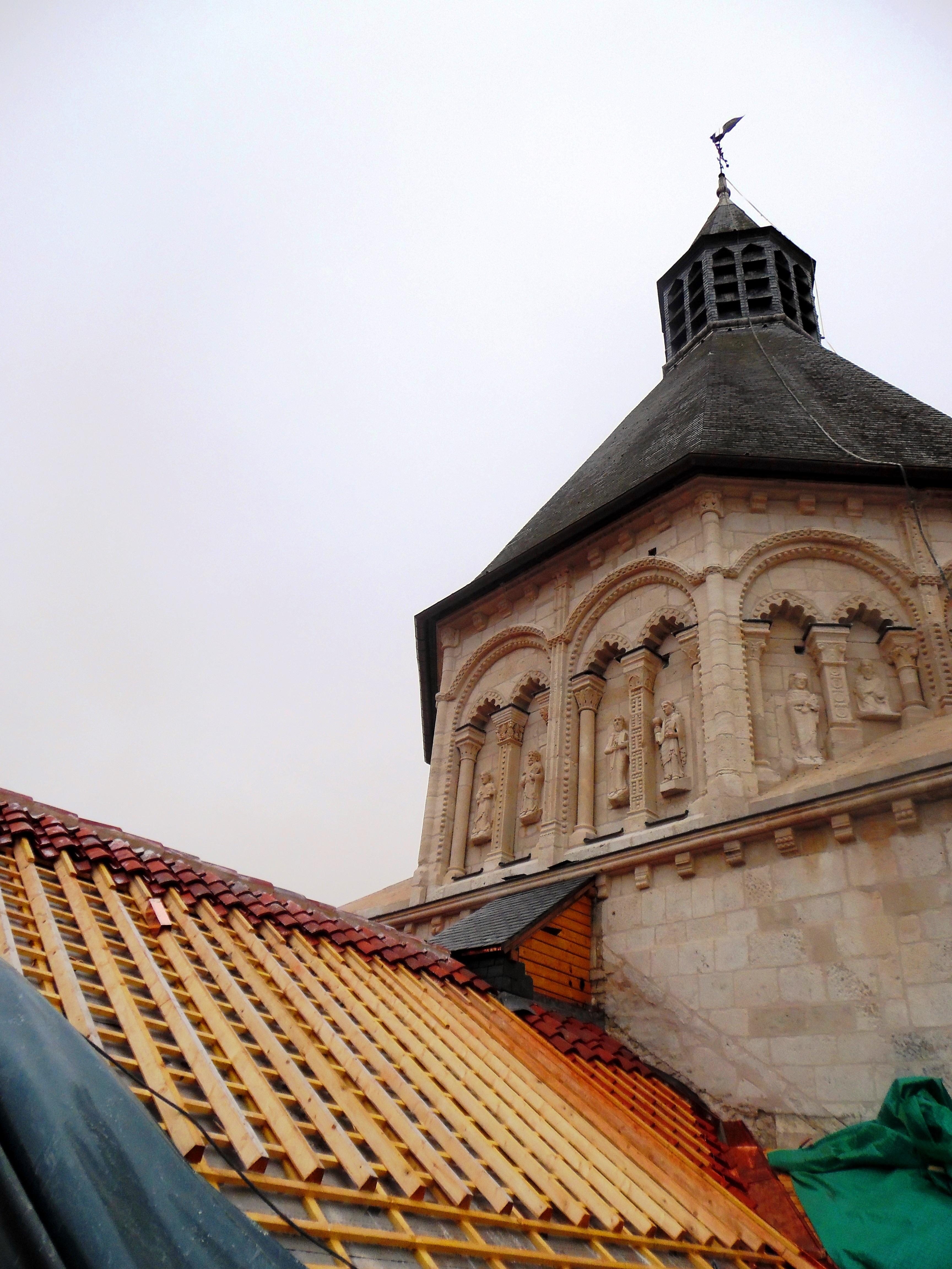 Restauration du transept nord, la charpente en cours de restauration © Marie Barthelet