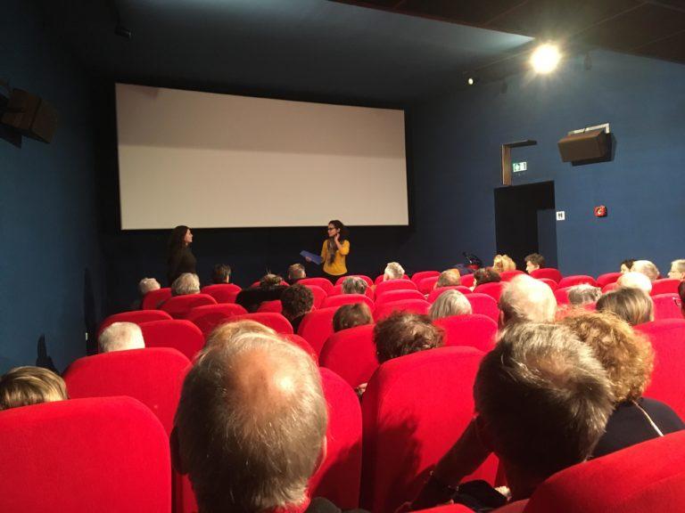 """Rencontre avec Sarah Melloul animée par Meriem Benmhamed après la projection du documentaire """"Rihla, sur les sentiers culturels du monde arabe"""" au cinéma Crystal Palace le 8 novembre 2018 © D.R."""